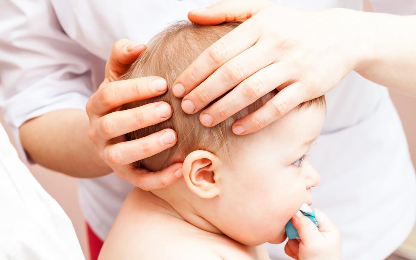 Когда обращаются к детскому мануальному терапевту?